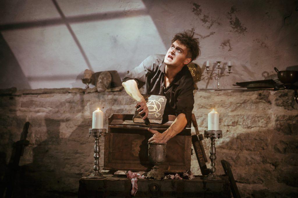 Armunud alkeemik, foto Siim Vahur